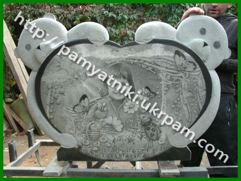 Памятник из гранита Усинск надгробие в виде креста с разными элементами